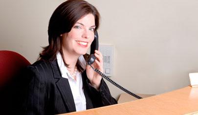 O que faz um(a) recepcionista?